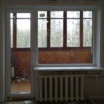 Балконный блок ПВХ Brusbox-60 с откосами (дверь полностью СП1 с большим глухим окном СП1) в панельном доме в Бобруйске, Кировске, Осиповичах, Глуске