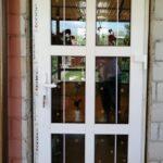 Заказать пластиковую дверь ПВХ 2.3 с белыми шпросами 8 мм, дверной профиль Dexen A58 Бобруйск, Кировск, Глуск, Осиповичи
